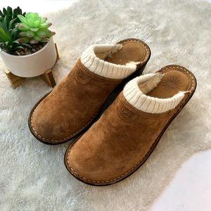 UGG   Gael Chestnut Sheepskin Suede Clogs Size 10